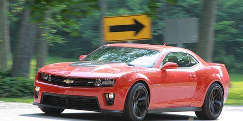 Tire, Motor vehicle, Wheel, Automotive design, Vehicle, Transport, Chevrolet camaro, Hood, Infrastructure, Headlamp,