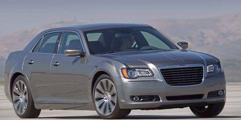 Tire, Wheel, Automotive tire, Vehicle, Transport, Land vehicle, Rim, Automotive design, Hood, Automotive parking light,