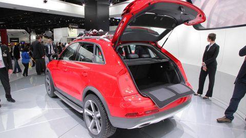 Automotive design, Vehicle, Land vehicle, Car, Alloy wheel, Automotive tire, Fender, Trunk, Rim, Automotive wheel system,