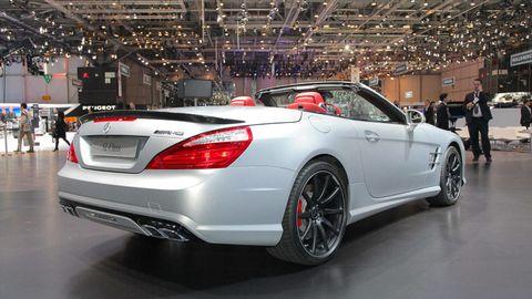 Tire, Wheel, Automotive design, Mode of transport, Vehicle, Automotive lighting, Mercedes-benz, Car, Alloy wheel, Vehicle registration plate,