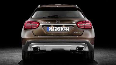 Automotive design, Automotive tail & brake light, Automotive lighting, Vehicle, Automotive exterior, Car, Mercedes-benz, Bumper, Vehicle registration plate, Luxury vehicle,