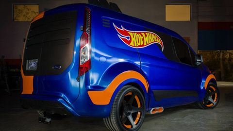 Motor vehicle, Mode of transport, Blue, Automotive design, Automotive tire, Vehicle, Transport, Automotive exterior, Automotive tail & brake light, Automotive wheel system,