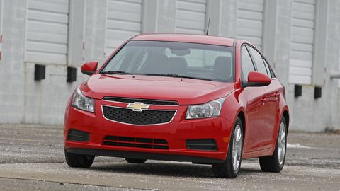 Motor vehicle, Tire, Wheel, Automotive mirror, Daytime, Vehicle, Land vehicle, Infrastructure, Transport, Automotive parking light,