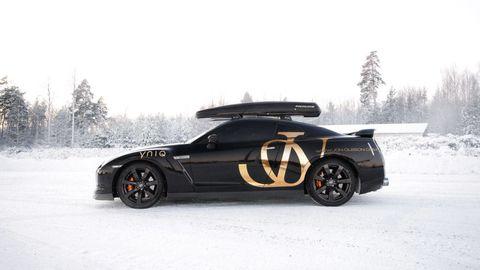Tire, Wheel, Automotive tire, Automotive design, Winter, Vehicle, Automotive exterior, Rim, Automotive wheel system, Automotive lighting,