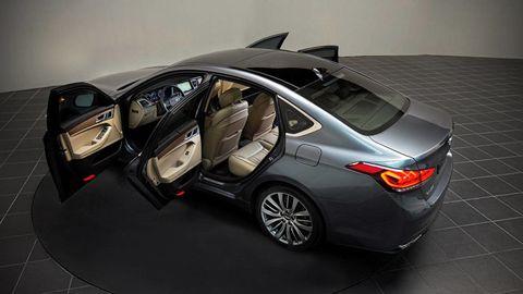 Automotive design, Mode of transport, Vehicle, Car, Rim, Automotive lighting, Fender, Alloy wheel, Trunk, Glass,