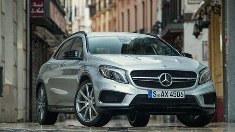 Wheel, Mode of transport, Automotive design, Vehicle, Car, Grille, Mercedes-benz, Alloy wheel, Personal luxury car, Rim,