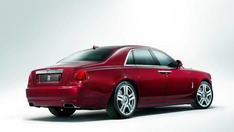 Tire, Wheel, Automotive design, Mode of transport, Vehicle, Automotive tire, Land vehicle, Automotive tail & brake light, Transport, Rim,