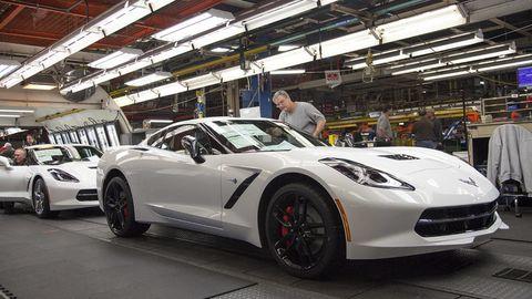 Tire, Wheel, Automotive design, Vehicle, Land vehicle, Performance car, Alloy wheel, Rim, Car, Automotive lighting,