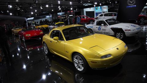 Wheel, Tire, Automotive design, Vehicle, Land vehicle, Car, Automotive parking light, Hood, Performance car, Fender,