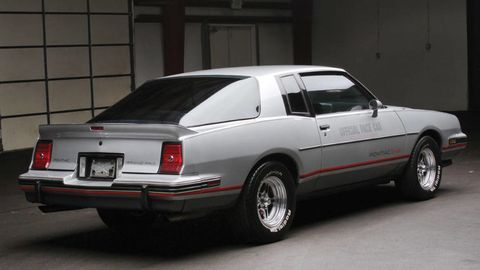 Tire, Wheel, Vehicle, Land vehicle, Automotive exterior, Car, White, Automotive parking light, Fender, Automotive tail & brake light,