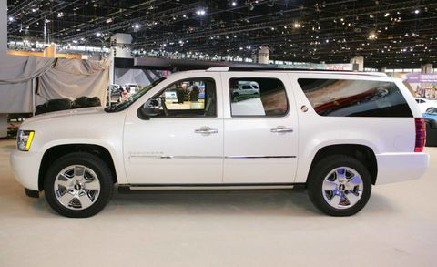 Tire, Wheel, Motor vehicle, Automotive tire, Window, Automotive exterior, Vehicle, Automotive design, Automotive mirror, Rim,