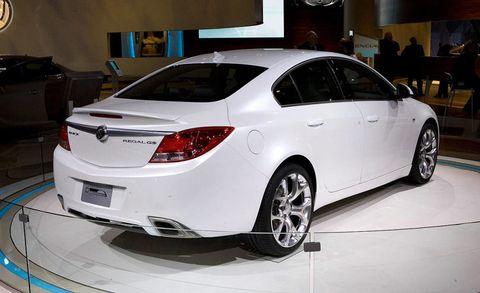 Automotive design, Vehicle, Automotive lighting, Car, Alloy wheel, Fender, Rim, Glass, Automotive tire, Mid-size car,