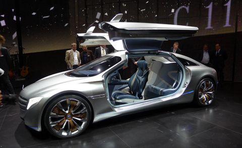 Clothing, Tire, Wheel, Automotive design, Vehicle, Event, Alloy wheel, Car, Rim, Concept car,