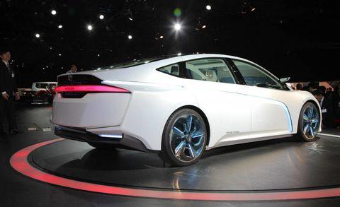 Wheel, Mode of transport, Automotive design, Vehicle, Land vehicle, Car, Personal luxury car, Luxury vehicle, Automotive lighting, Alloy wheel,