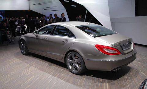 Tire, Wheel, Automotive design, Vehicle, Land vehicle, Car, Personal luxury car, Alloy wheel, Mercedes-benz, Mid-size car,