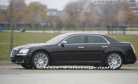 Tire, Wheel, Automotive design, Vehicle, Alloy wheel, Rim, Spoke, Car, Full-size car, Grille,