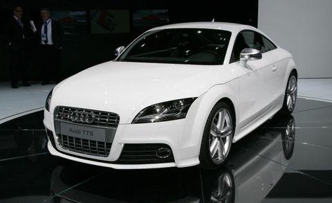 Tire, Wheel, Automotive design, Vehicle, Event, Land vehicle, Car, Automotive mirror, Rim, Grille,