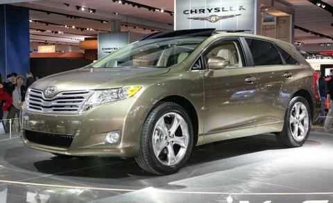 Tire, Wheel, Motor vehicle, Mode of transport, Automotive design, Land vehicle, Vehicle, Car, Automotive mirror, Automotive tire,