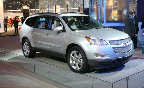 Tire, Wheel, Motor vehicle, Automotive design, Vehicle, Land vehicle, Product, Automotive tire, Car, Automotive mirror,
