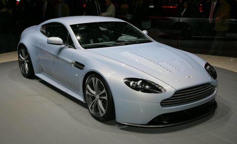 Tire, Wheel, Automotive design, Vehicle, Rim, Automotive tire, Car, Headlamp, Alloy wheel, Personal luxury car,