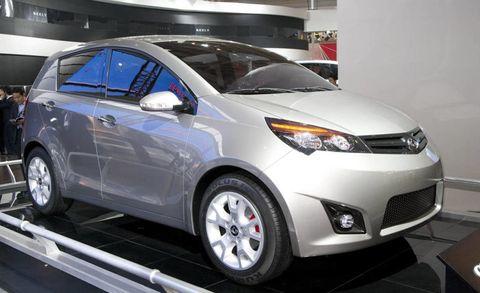 Motor vehicle, Tire, Wheel, Mode of transport, Automotive design, Vehicle, Land vehicle, Event, Car, Automotive mirror,