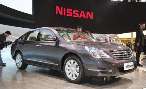 Tire, Wheel, Mode of transport, Automotive design, Vehicle, Land vehicle, Transport, Car, Automotive lighting, Technology,