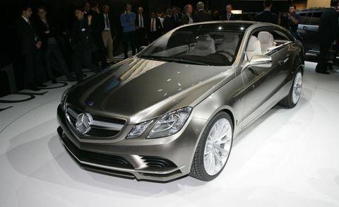 Wheel, Tire, Automotive design, Mode of transport, Vehicle, Land vehicle, Mercedes-benz, Personal luxury car, Car, Grille,