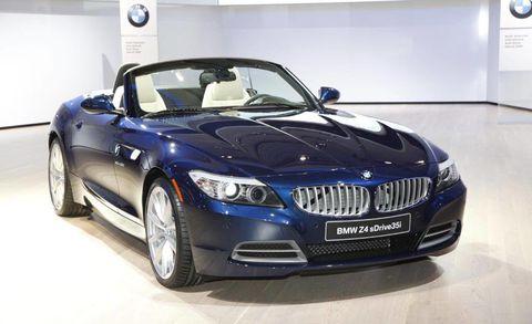 Motor vehicle, Automotive design, Vehicle, Hood, Car, Grille, Automotive exterior, Automotive lighting, Personal luxury car, Fender,