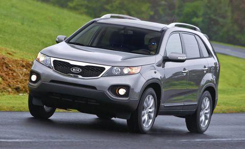 Tire, Motor vehicle, Wheel, Automotive mirror, Daytime, Automotive exterior, Product, Vehicle, Glass, Automotive lighting,