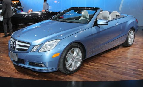 Tire, Wheel, Motor vehicle, Mode of transport, Automotive design, Vehicle, Land vehicle, Automotive lighting, Personal luxury car, Car,