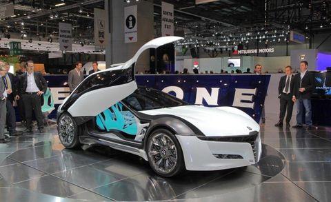 Tire, Wheel, Automotive design, Event, Auto show, Car, Concept car, Exhibition, Fender, Floor,