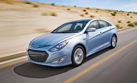Motor vehicle, Tire, Wheel, Mode of transport, Automotive design, Road, Vehicle, Transport, Headlamp, Car,