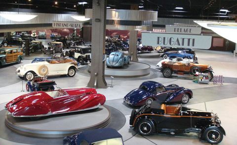 Motor vehicle, Wheel, Automotive design, Mode of transport, Vehicle, Land vehicle, Car, Automotive wheel system, Automotive exterior, Antique car,