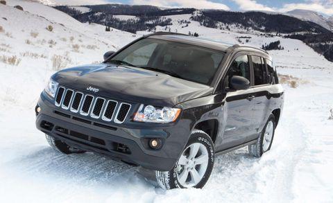 Tire, Motor vehicle, Wheel, Automotive tire, Automotive mirror, Winter, Automotive exterior, Vehicle, Automotive lighting, Glass,