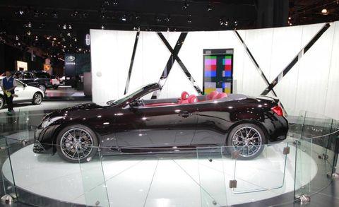 Tire, Wheel, Automotive design, Vehicle, Land vehicle, Alloy wheel, Car, Rim, Vehicle door, Automotive wheel system,