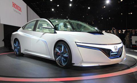 Mode of transport, Automotive design, Vehicle, Land vehicle, Transport, Automotive mirror, Event, Car, Personal luxury car, Auto show,