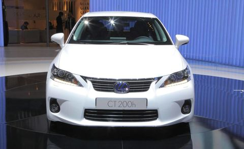 Motor vehicle, Mode of transport, Daytime, Automotive design, Vehicle, Event, Glass, Grille, Headlamp, Automotive lighting,