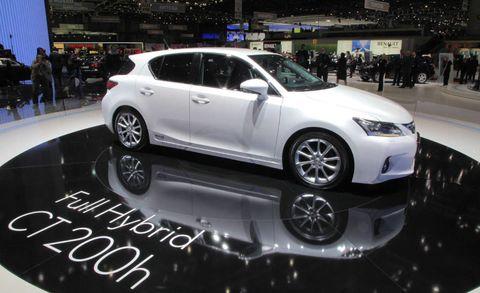 Wheel, Tire, Automotive design, Vehicle, Automotive tire, Car, Alloy wheel, Rim, Auto show, Exhibition,