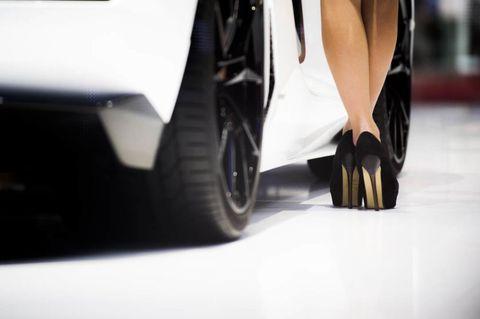 Automotive design, High heels, Automotive tire, Automotive exterior, Rim, Fender, Alloy wheel, Auto part, Synthetic rubber, Automotive wheel system,