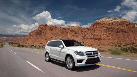 Tire, Wheel, Road, Automotive mirror, Automotive design, Vehicle, Infrastructure, Grille, Mountainous landforms, Rim,