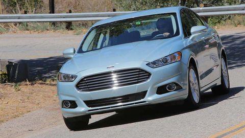 Automotive design, Vehicle, Land vehicle, Grille, Car, Hood, Headlamp, Automotive mirror, Rim, Automotive tire,