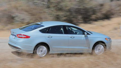 Tire, Wheel, Mode of transport, Automotive design, Vehicle, Land vehicle, Car, Automotive tire, Alloy wheel, Full-size car,