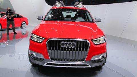 Motor vehicle, Automotive design, Vehicle, Product, Land vehicle, Event, Automotive exterior, Grille, Car, Automotive mirror,