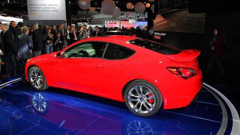 Tire, Wheel, Automotive design, Vehicle, Event, Land vehicle, Car, Alloy wheel, Auto show, Exhibition,