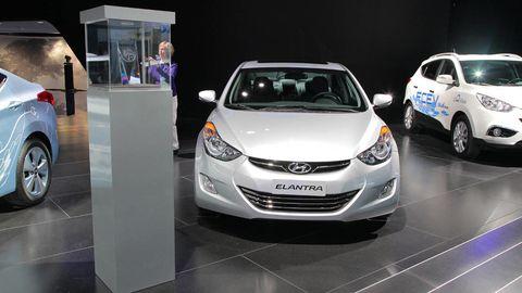 Motor vehicle, Automotive design, Product, Land vehicle, Vehicle, Headlamp, Car, Automotive lighting, Fender, Alloy wheel,