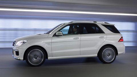 Tire, Wheel, Automotive design, Automotive tire, Vehicle, Land vehicle, Alloy wheel, Rim, Car, Automotive parking light,