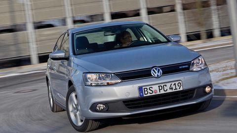 Motor vehicle, Automotive design, Automotive mirror, Daytime, Vehicle registration plate, Vehicle, Transport, Headlamp, Land vehicle, Infrastructure,