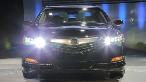 Automotive design, Vehicle, Automotive lighting, Land vehicle, Car, Grille, Automotive exterior, Headlamp, Bumper, Light,