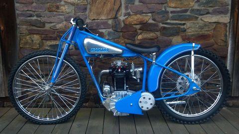 Wheel, Motorcycle, Blue, Automotive tire, Spoke, Transport, Rim, Brick, Fender, Stone wall,