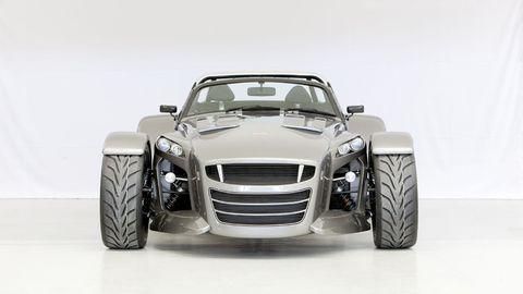 Tire, Wheel, Motor vehicle, Automotive tire, Automotive design, Vehicle, Automotive wheel system, Automotive exterior, Grille, Rim,